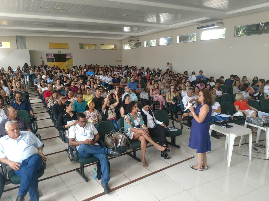 Uruaçu recebe profissionais de saúde de 66 municípios durante seminário