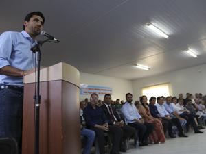 ?40 prefeitos prestigiam Hidrolândia na assinatura de convênios do Goiás na Frente
