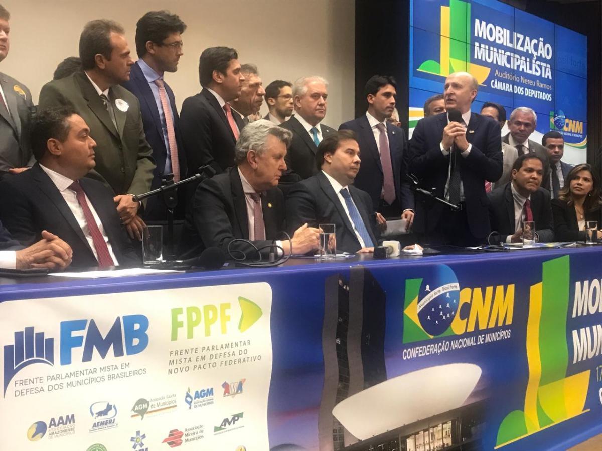 Vitórias na mobilização de prefeitos em Brasília. AGM comemora resultados.