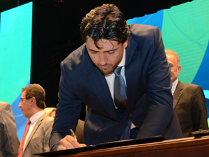 Com a presença maciça de prefeitos, Marconi lança Goiás na Frente