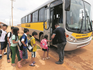 Governo autoriza correção dos valores do transporte escolar