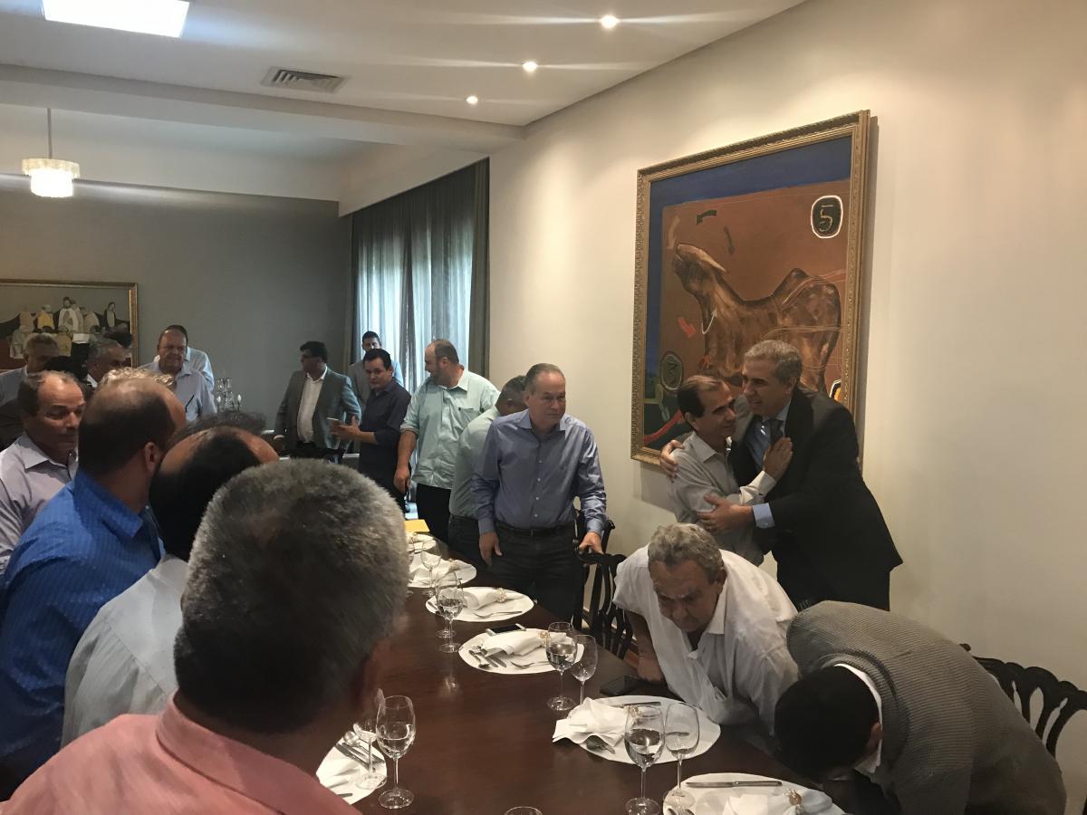 Prefeitos participam de encontro de confraternização com José Éliton