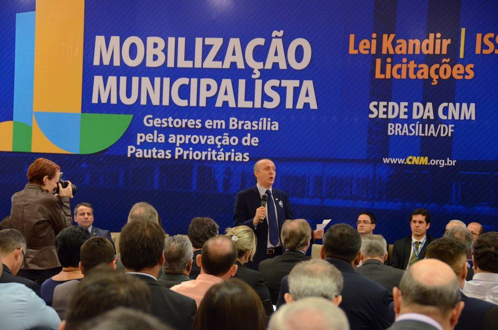 Prefeitos continuam com mobilização em Brasília. AGM também participa.