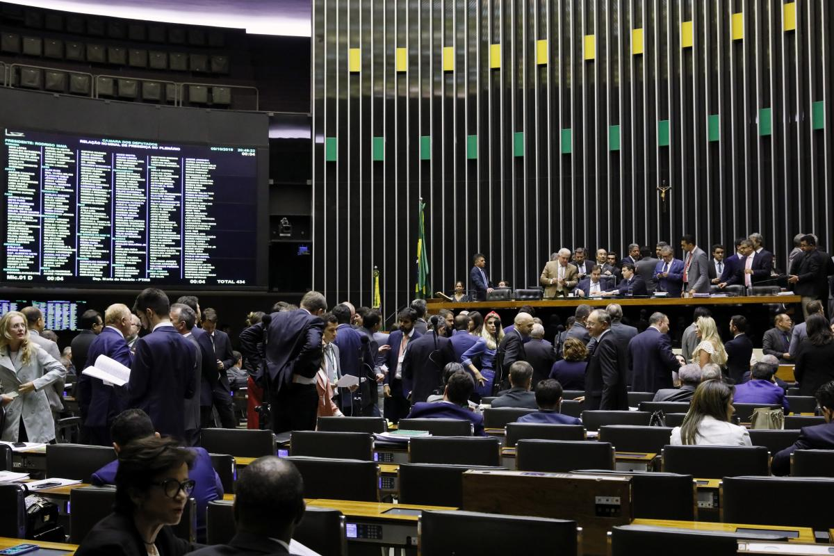 Câmara cumpre acordo com prefeitos e aprova destinação de recursos do Pré-Sal