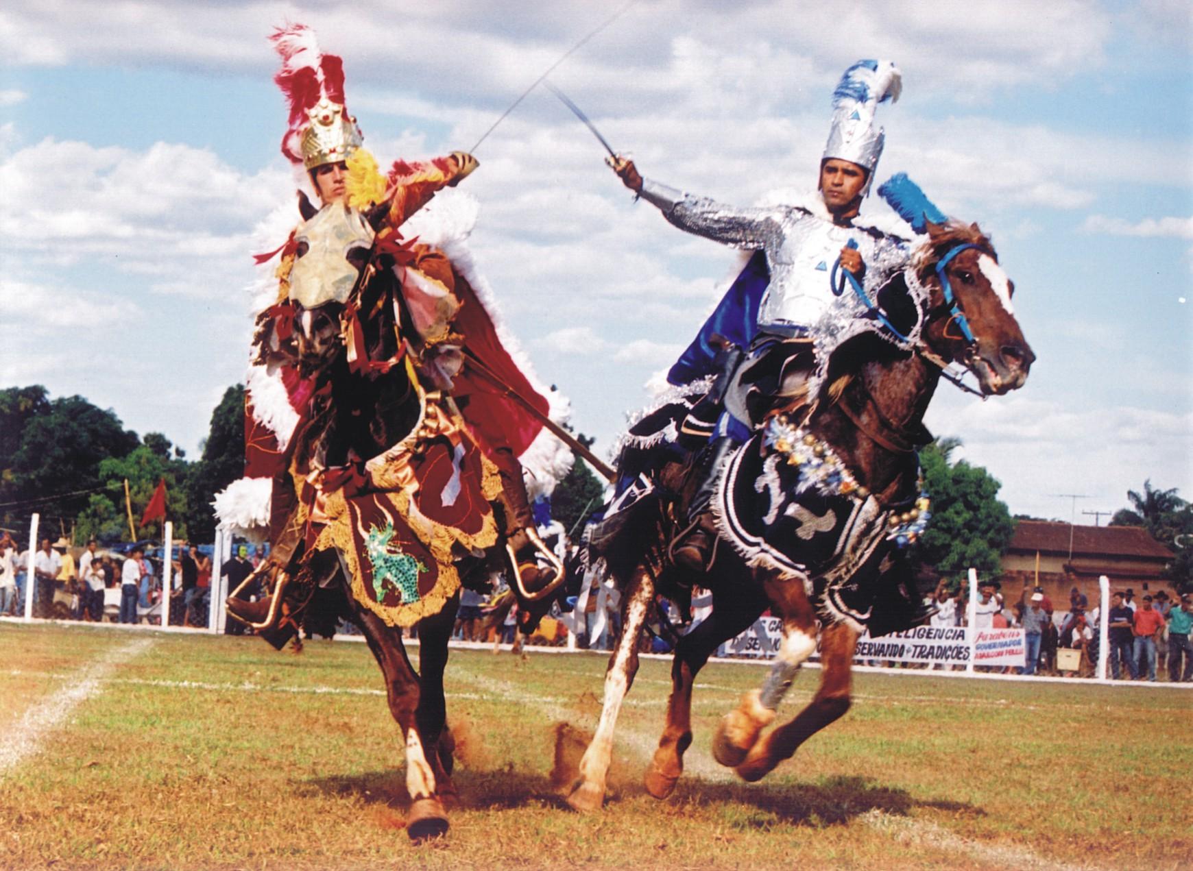 É tempo da Cavalhadas em Goiás. Municípios mantêm a tradição.