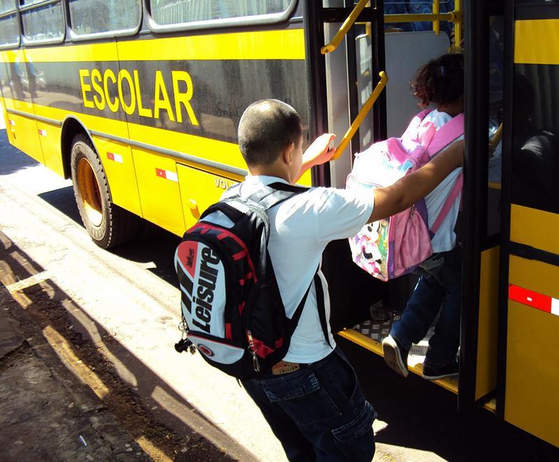 Após oito anos, MEC reajusta em 20% o transporte escolar