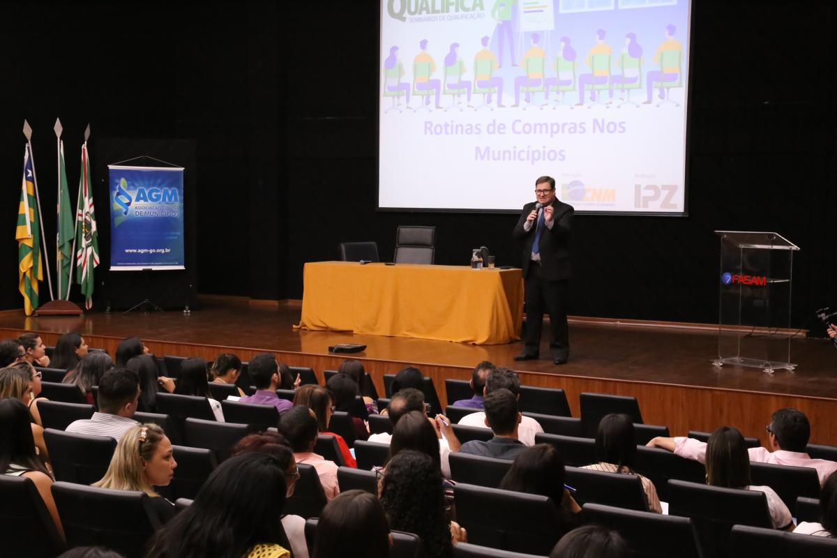 """AGM E CNM promovem cursos sobre """"Rotina de Compras"""" e """"Controle Interno"""""""