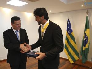 Nova diretoria da AGM recebe homenagem durante almoço em palácio