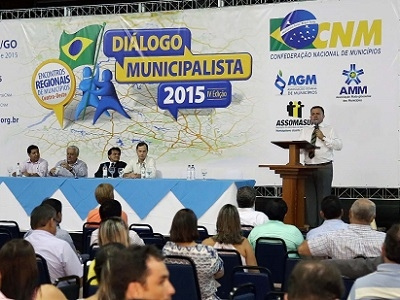 Presidente da AGM participa do Diálogo Municipalista