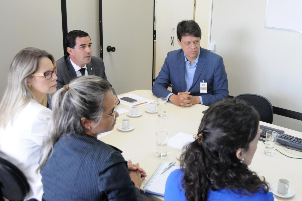 Ministério Público propõe parceria com a Associação Goiana de Municípios