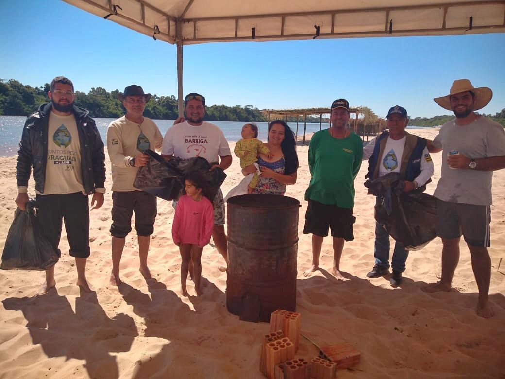 """""""Juntos Pelo Araguaia Mais Limpo"""" distribui sacos e recolhe lixo em acampamentos"""