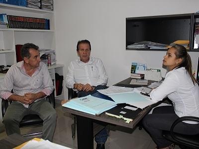 Prefeitos de Cristalina e Corumbaíba visitam a AGM