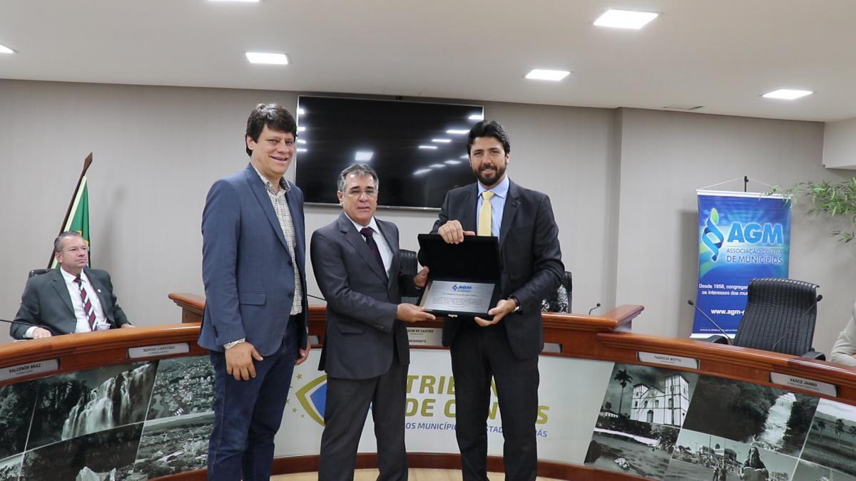 AGM presta homenagem ao presidente do TCM Dr. Joaquim Castro