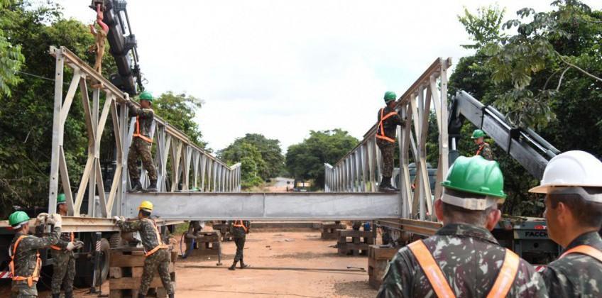 Concluída a montagem da ponte metálica na GO-060 e tráfego é liberado